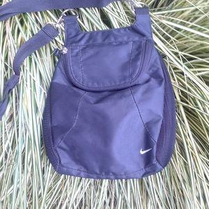 Nike lightweight  nylon polyester crossbody bag